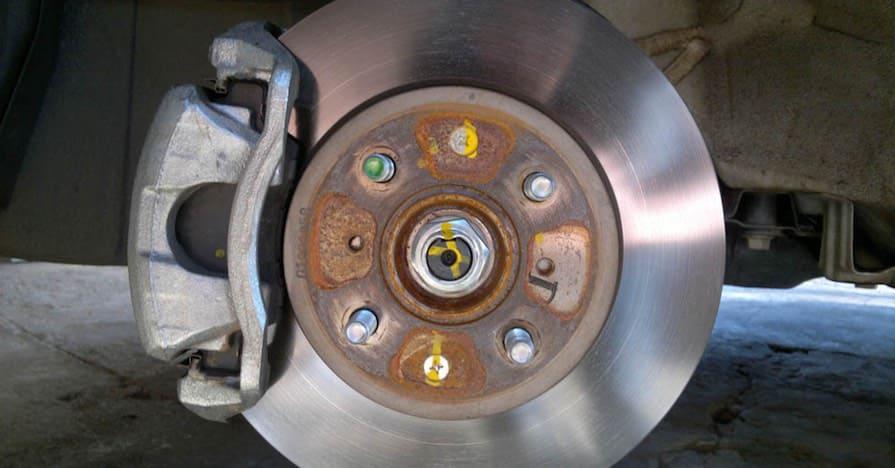 Загрязненный тормозной диск
