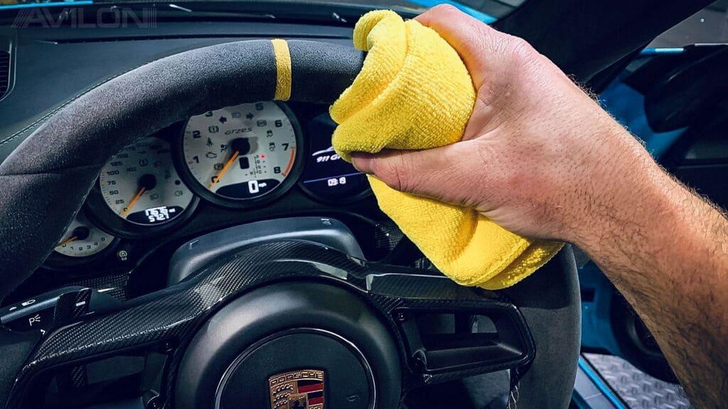Полезные советы автовладельцам по чистке салона машины