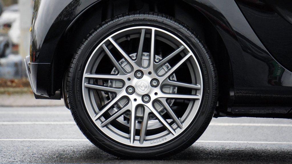 Сколько служат автомобильные шины?