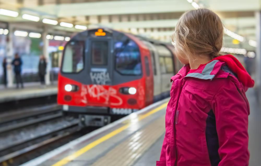 Как ездить с детьми в общественном транспорте?